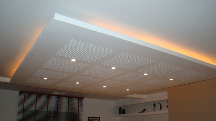 Cr ation de faux plafond suspendu acoustique 30073217 for Faux plafond salon villa